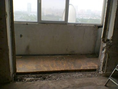 Демонтаж подоконного блока в панельном доме